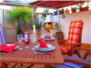 Alojate en un Atico con terraza & BBQ. A 5 Km de Airport BCN