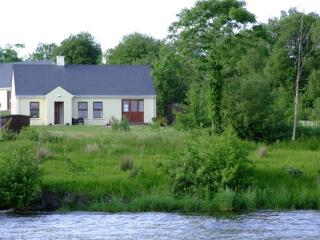 Lakeside cottage with WI FI