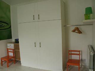 Lit armoire avec couchage pour 2 personnes - Lit fermé