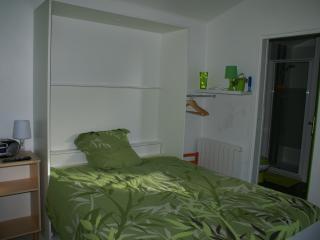 Lit armoire avec couchage pour 2 personnes - Lit ouvert