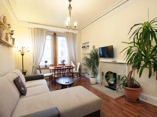 3 BEDROOM BEAUTIFUL SPACIOUS APARTMENT