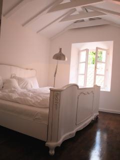 Bedroom - shabby chic boudoir bed