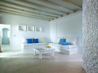 Beautiful Apartment in Pollonia, Milos