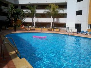 Palmeras, 5 minuto de la playa , piscina comm, terraza amplia