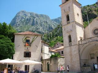Period apartment overlooking beautiful square in Kotor Old Town