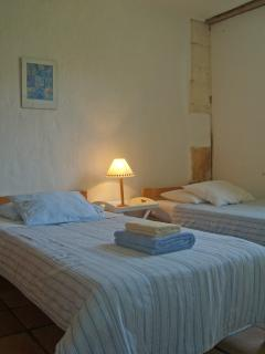 L'Amandier twin room..