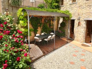 LUXURY APARTMENT WITH PRIVATE GARDEN & VIEWS, Gaiole in Chianti