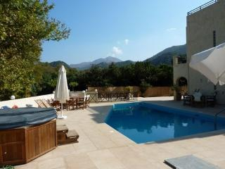 DAISY IS IN AN UNSPOILT VILLAGE, 3km FROM THE SEA  AND AUGUST AVAILABILITY