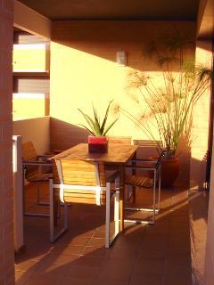 Sunny Balcony - Perfect For Alfresco Dining