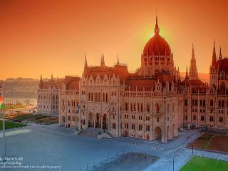Parliament downtown 1-6p, wifi Metro2, Budapest