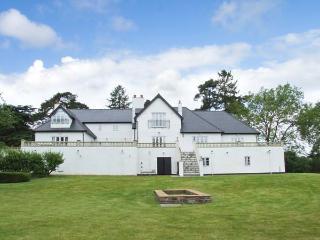 WOODBANK, detached, en-suites, snooker room, gym, in Llanhennock, Ref 28119
