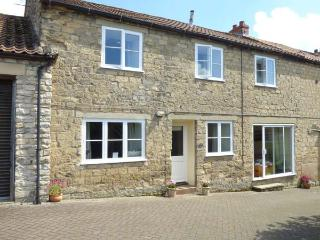 WESTGATE COTTAGE, WiFi, garden with furniture, great base for walking, Ref 904079, Pickering