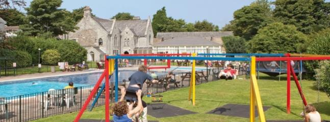 CHILDRENS PLAY AREA WITH ZIP WIRE,  LOTS OF OUTDOOR SPACE TO PLAY