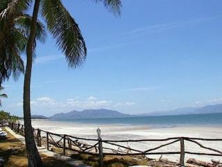 PLAYA PUNTA CHAME, PANAMA   [ New Listing. Newly Renovated Beach Apt.].