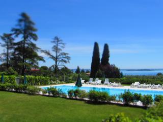 CorteFerrari: 2Bdr. Standard,pool, lake view, WIFI