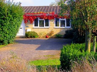 PAYPAL AND CREDIT CARDS ACCEPTED. Cotswolds Retreat Front Entrance And Double Drive.