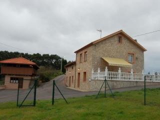 Casa en la aldea en Candás