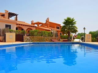 Casa de 2 dormitorios con piscina comunitaria