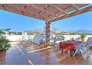 99 La Siesta top floor with Private Roof terrace