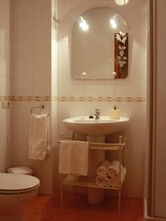 Baño completo en habitación