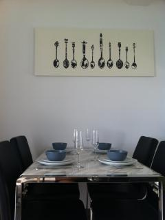 Dining area for up to 6 guests