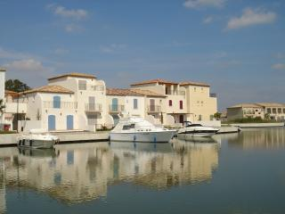 Marina Villa with Mooring, Aigues-Mortes