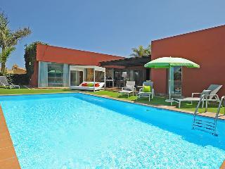 Holiday villa with 3 bedrooms and big pool, Maspalomas