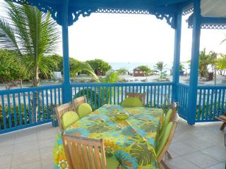 Newly renovated apartment with 2 bedrooms, 2 bathrooms and a sea view, Orient Bay