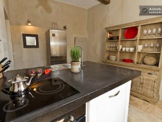 Fully Equipped Kitchen - Cooktop, Oven, Dishwasher & Washer