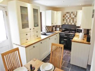 Well equiped kitchen with range cooker