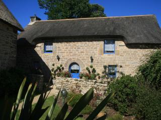 La Grange - 'Child friendly' Breton cottage with Heated Swimming Pool