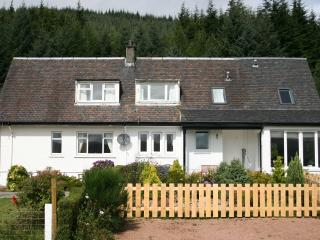 Lochview Cottage(right) and Lochside Cottage(left)