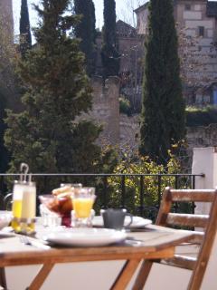 Terraza con vistas de la muralla