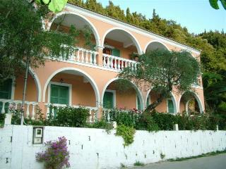 Villa Angeliki, Vitouládes