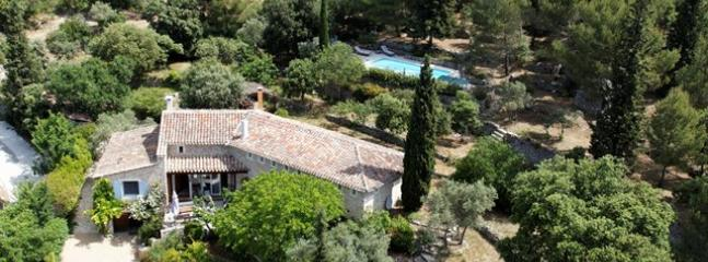 CHARMING STONE HOUSE WITH WARMED POOL IN SAUMANE DE VAUCLUSE