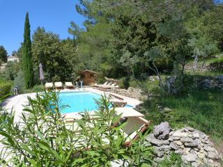 CharmInProvence Les Jardins de Sade, Piscine chauffee, boulodrome, sauna...