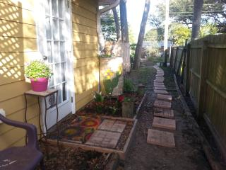 Garden Apartment-Spacious and Inviting Studio