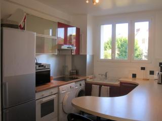 **Fully Furnished Apartment**, Caen