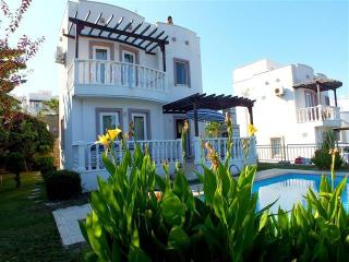 VILLA WITH OWN POOL & ONSITE AQUA PARK & MORE, Yalikavak