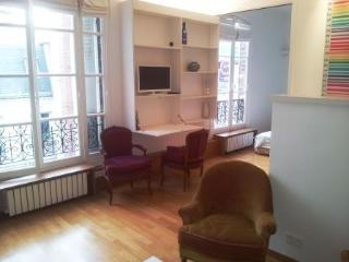 1 bedroom apartment Paris 8 centrally located