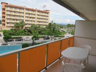 Apartamento con piscina y zona