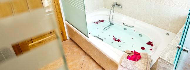 En suit with Jacuzzi bath