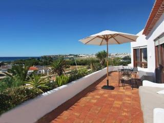 Apartamento con terraza y piscina comunitaria