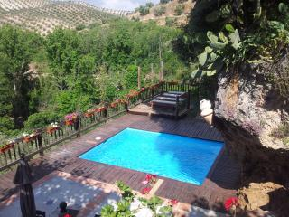 El Tajil, WIFI, jacuzzi, center of Andalucia, BBQ, Montefrio