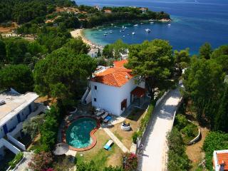 Villa Asteri, Kolios