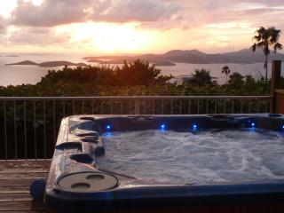 Plumeria: Great Ocean Views, Sunsets, Heated Pool,, Cruz Bay
