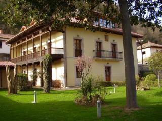 Senda del Osos ,Hotel Rural, Setas, Senderismo,