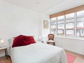 Modern and spacious holiday apartment rental with private garden in Tooting, London