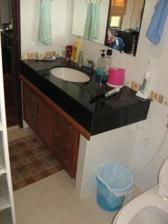 upstairs en suite bathoom