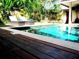 Bodat Fantastic Value, 2 BR Villa Central Seminyak, Legian